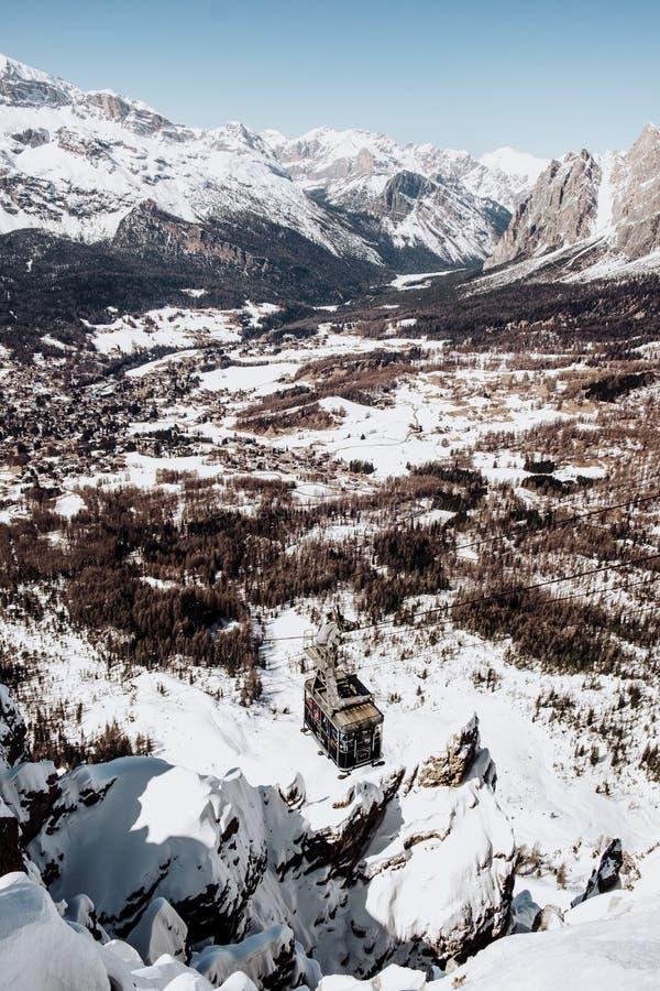 Corsa con gli sci Faloria nel ` Ampezzo della cortina D nell'inverno fotografia stock libera da diritti