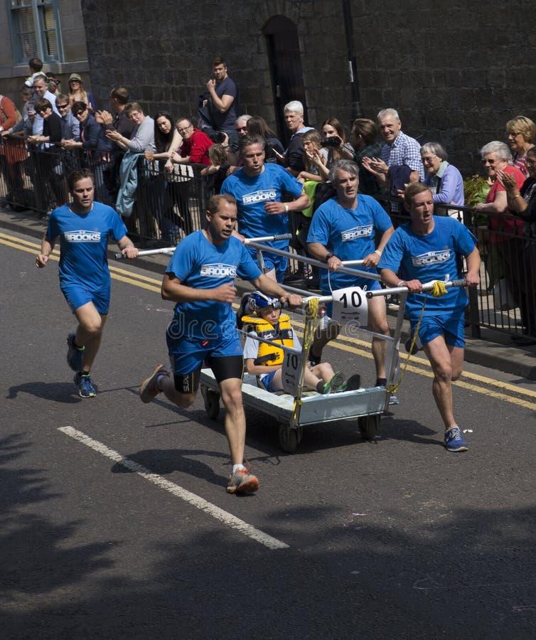 Download Corsa 2015 Del Letto Del Knaresborough Del Gruppo 10 Fotografia Editoriale - Immagine di squadra, corsa: 55353012
