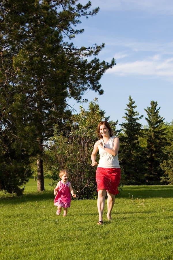 Corsa della famiglia fotografie stock