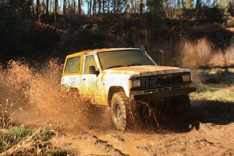 Corsa di avventura della jeep fotografia stock