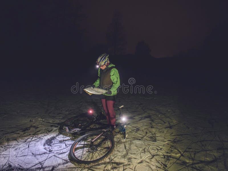 Corsa estrema della bici di orienteering all'aperto fotografie stock