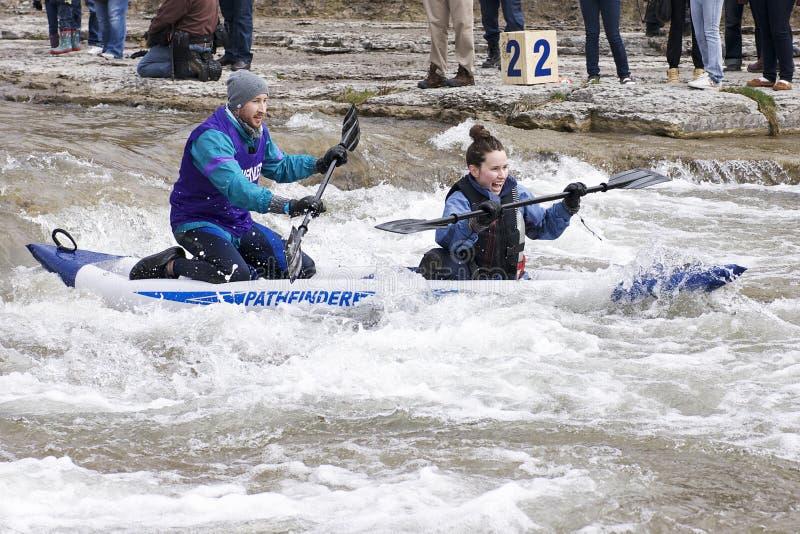 Corsa in tandem del Kajak-Fiume, speranza della porta, 31 marzo /2012 fotografie stock