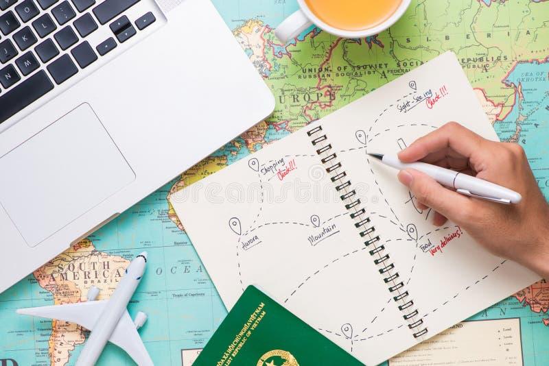 Corsa viaggio Vacanza - vista superiore dell'aeroplano, macchina fotografica, passaporto immagini stock