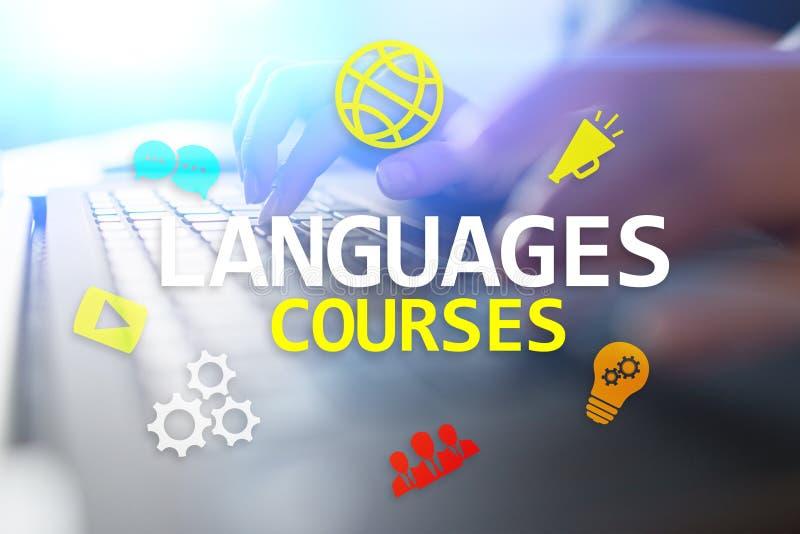 Corsi di lingue, online imparando, shool inglese, concetto di e-learning sullo schermo virtuale fotografie stock libere da diritti
