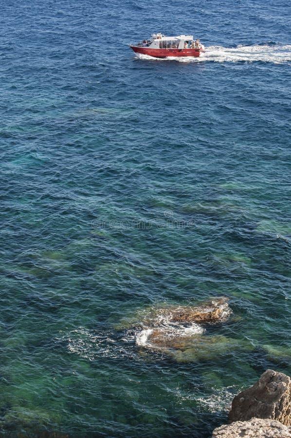 Corsica, Bonifacio, cieśnina Bonifacio, plaża, morze śródziemnomorskie, wapień, faleza, skały, Bouches De Bonifacio zdjęcie stock