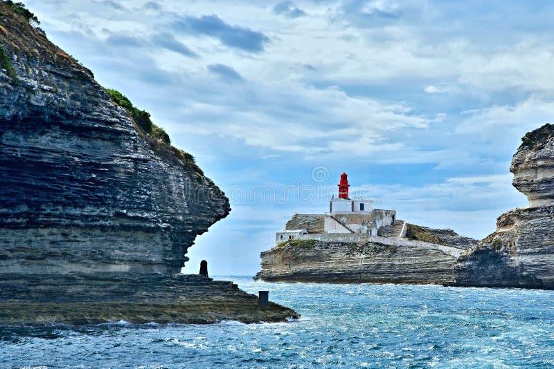 Corsica-faro vicino alla città Bonifacio fotografie stock