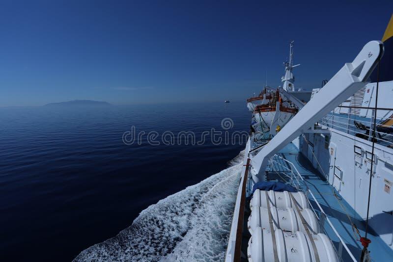Corsica Ferries - πορθμεία της Σαρδηνίας που ταξιδεύουν στον ωκεανό, άποψη γεφυρών στοκ φωτογραφίες