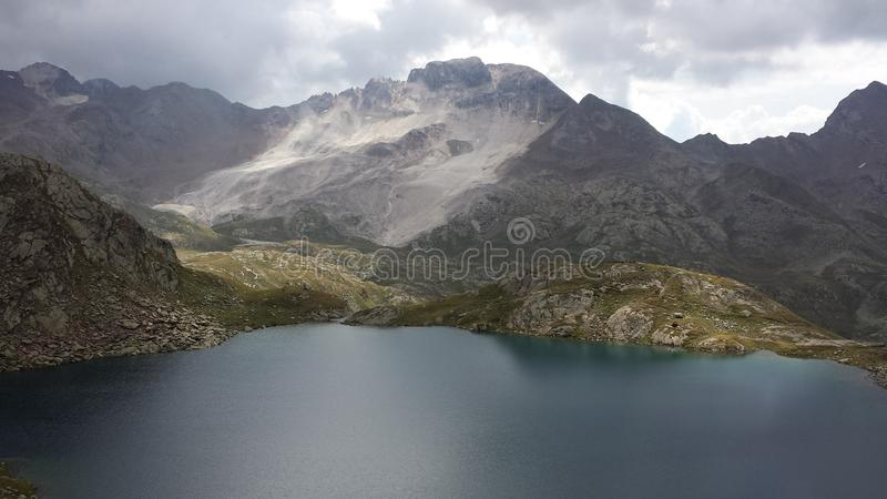 corsica góry creno de France lac jeziorne halne góry zdjęcie royalty free