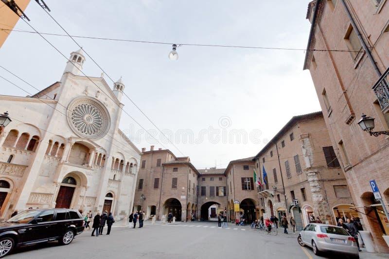 Corso Duomo en voorzijde van de Kathedraal van Modena, Italië royalty-vrije stock afbeeldingen