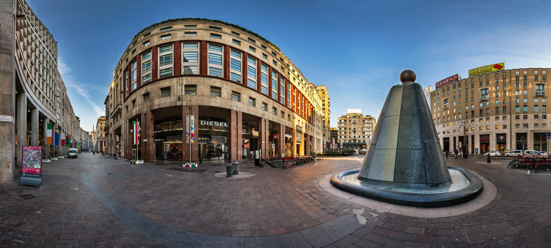 Corso Vittorio Emanuele II and Piazza San Babila in Milan, Italy stock image