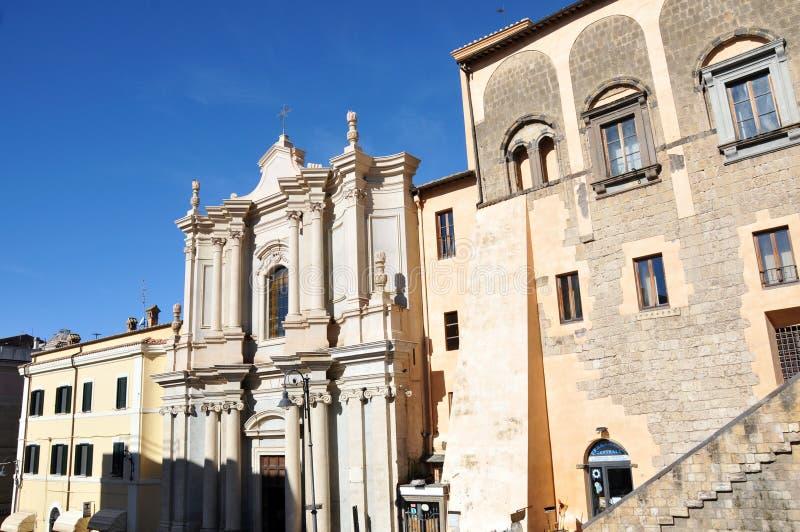 Corso Vittorio Emanuele w średniowiecznym miasteczku Tarquinia w Włochy obrazy stock