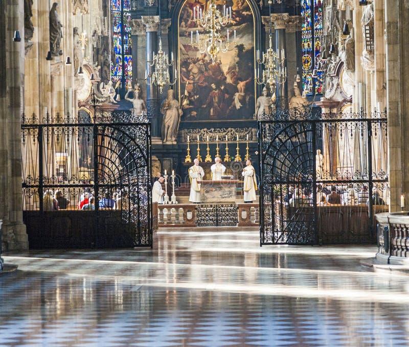Cortège catholique dans St Stephan images stock