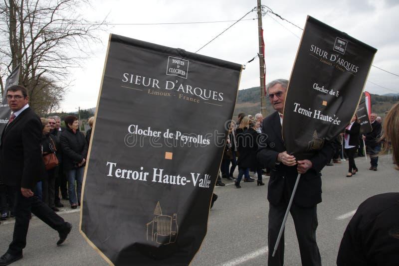 Cortège de personnes pendant le festival en Aude images stock