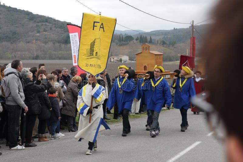 Cortège de personnes pendant le festival en Aude photos libres de droits