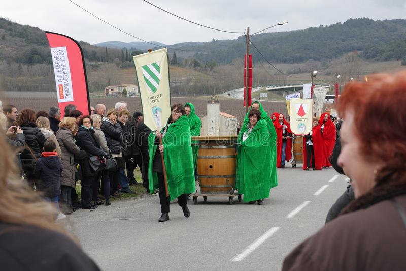 Cortège de personnes pendant le festival en Aude photographie stock