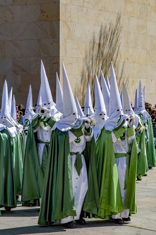 Cortège de semaine sainte pendant bon jeudi matin à Zamora images libres de droits