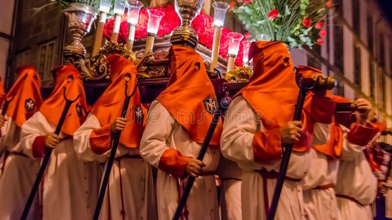 Cortèges espagnols traditionnels de semaine sainte en Santiago de Compostela photos libres de droits