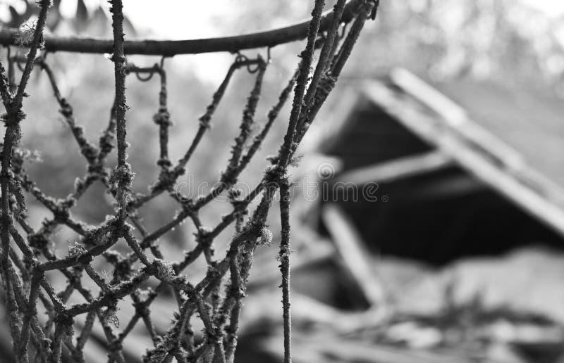 Cort abandonado do basquetebol imagem de stock royalty free