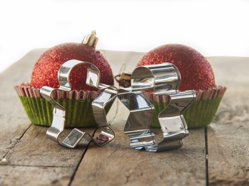 Cortador de la galleta del hombre de pan de jengibre en rústico fotografía de archivo libre de regalías