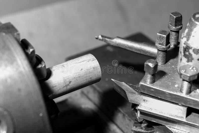cortador metalúrgico do torno foto de stock