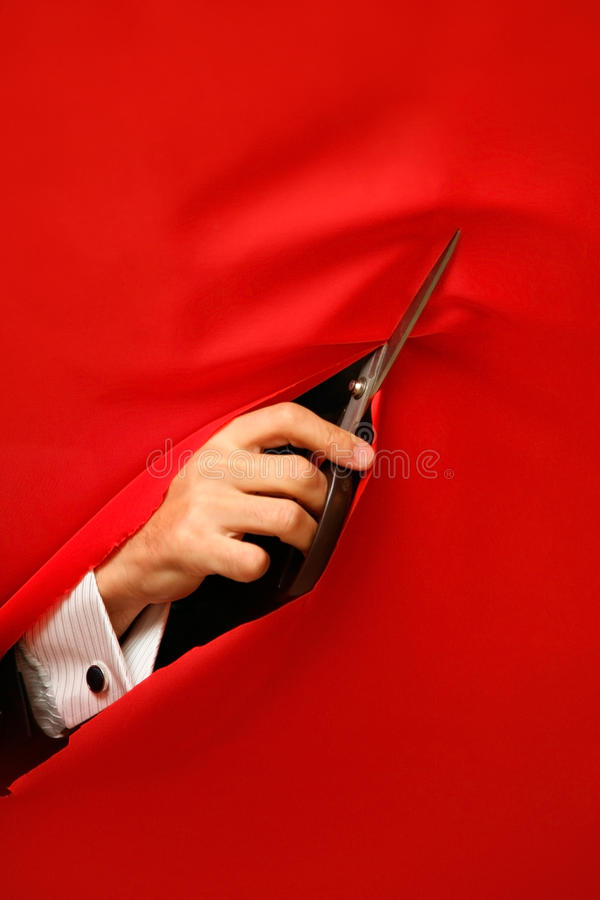 Cortando a tela vermelha do cetim imagens de stock royalty free