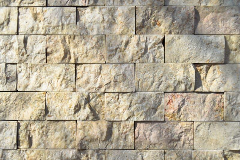 Cortar la pared de m?rmol beige, se aline? foto de archivo