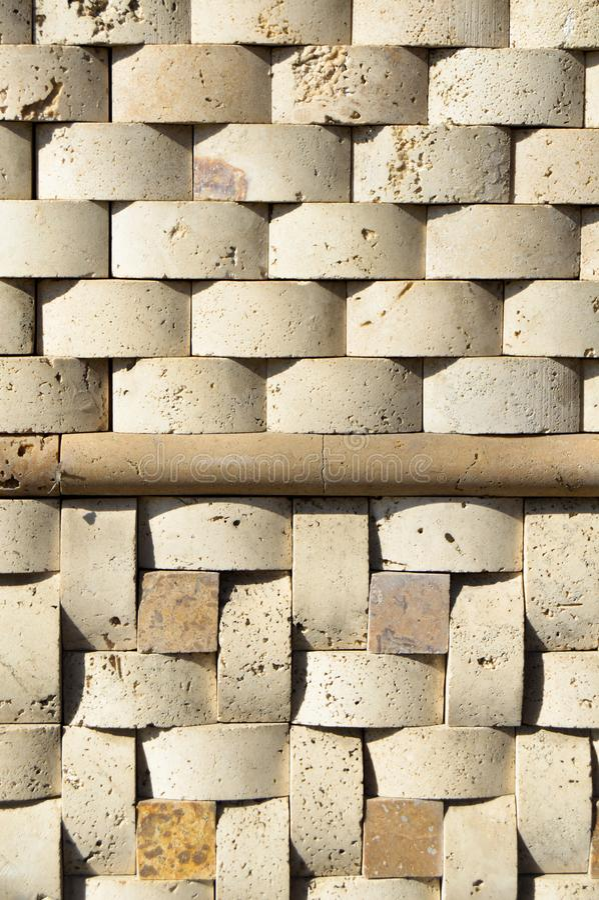 Cortar la pared de m?rmol beige, se aline? foto de archivo libre de regalías