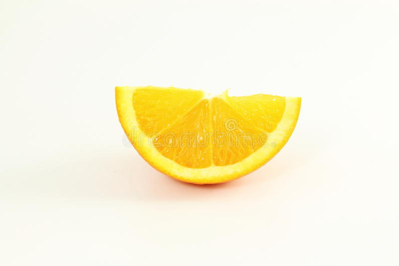 Corte anaranjado de la rebanada de la fruta aislado en el fondo blanco fotografía de archivo