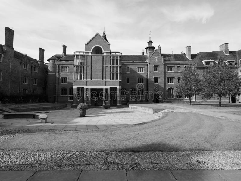 Corte da capela da faculdade de St John em Cambridge em preto e branco fotos de stock
