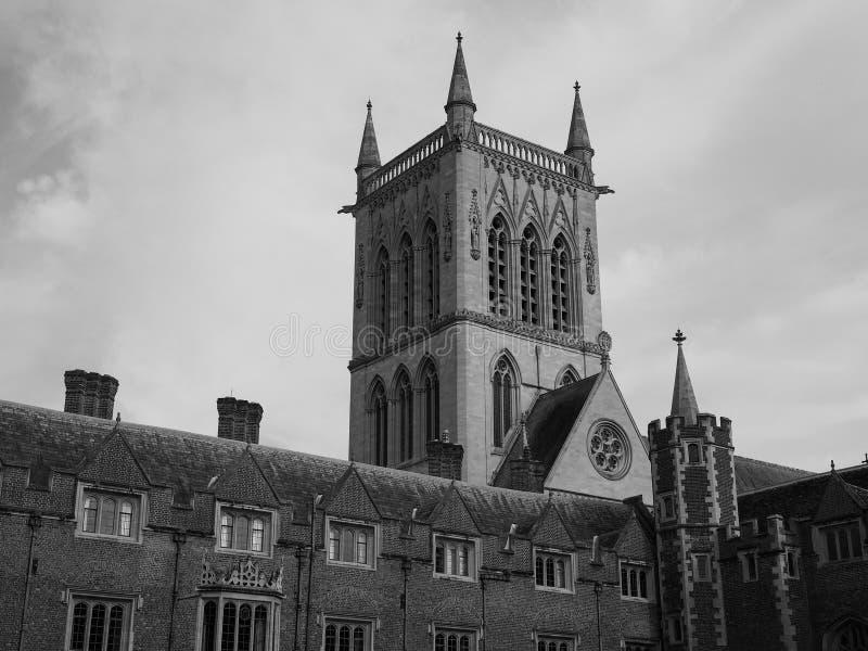 Corte da faculdade de St John primeira em Cambridge em preto e branco fotografia de stock