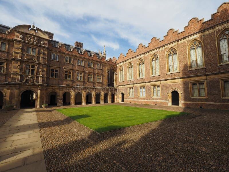 Corte da faculdade de St John terceira em Cambridge foto de stock