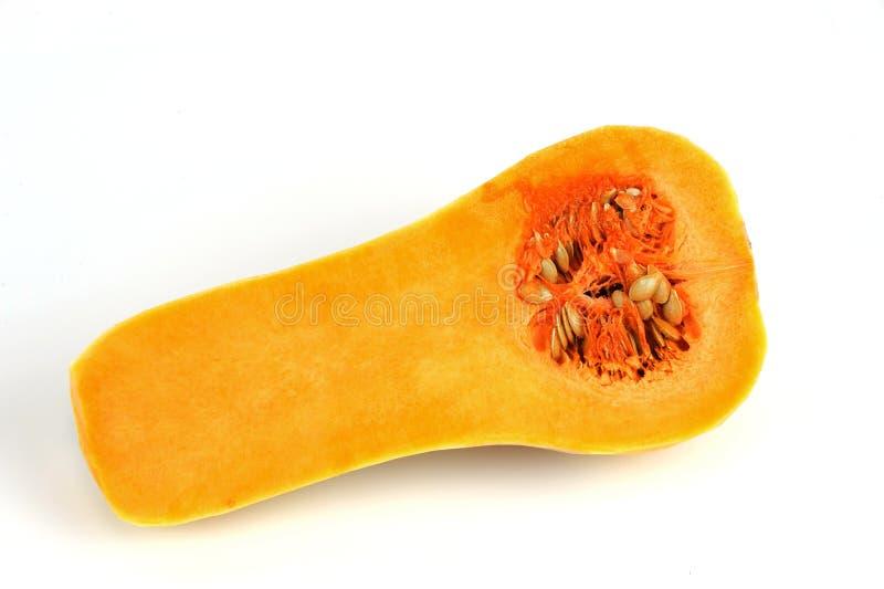 Corte da polpa de Butternut ao meio isolado no fundo branco fotografia de stock