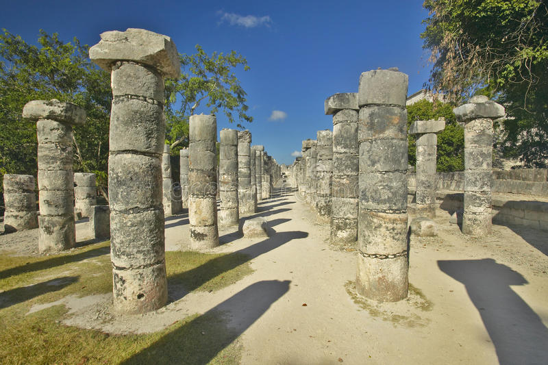 Corte das mil colunas em Chichen Itza, ruínas maias na península do Iucatão, México foto de stock royalty free