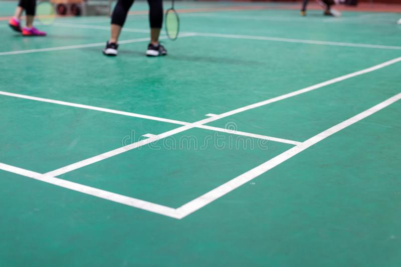 corte de badminton com o jogador no jogo foto de stock royalty free