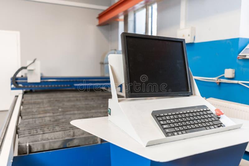 Corte de máquina industrial do plasma da placa de metal Plasma novo do laser do CNC Foco seletivo no corte do plasma do laser do  fotos de stock royalty free