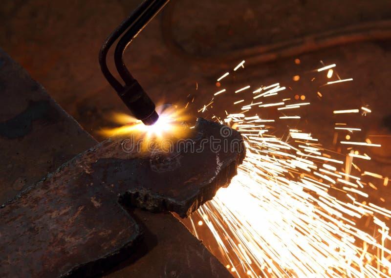 Corte de Metall con la soldadura al acetileno imagen de archivo