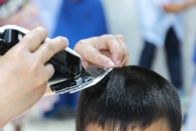 Corte de pelo del ` s del muchacho foto de archivo libre de regalías