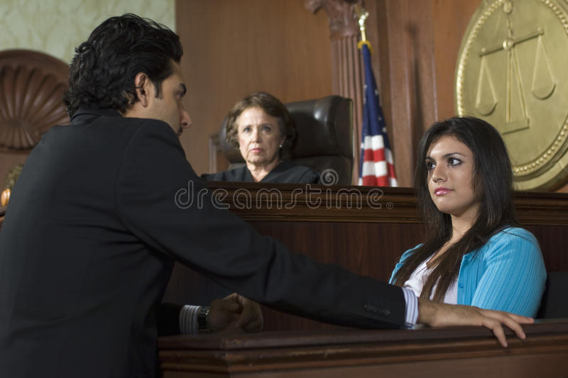 Corte de Watching Prosecution In do juiz fotografia de stock royalty free