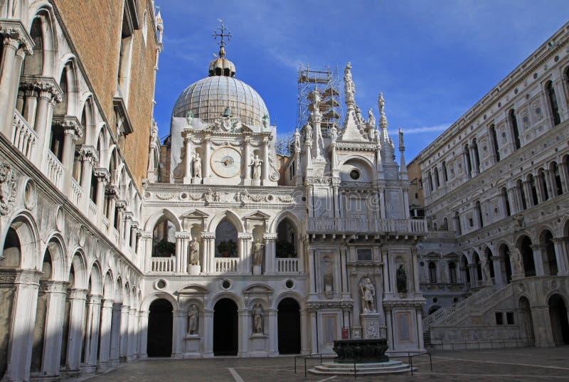 Corte del palacio del dux, Venecia, Italia imágenes de archivo libres de regalías