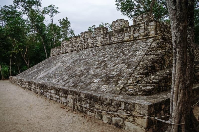 Corte della palla alle rovine della città maya Coba fotografia stock libera da diritti