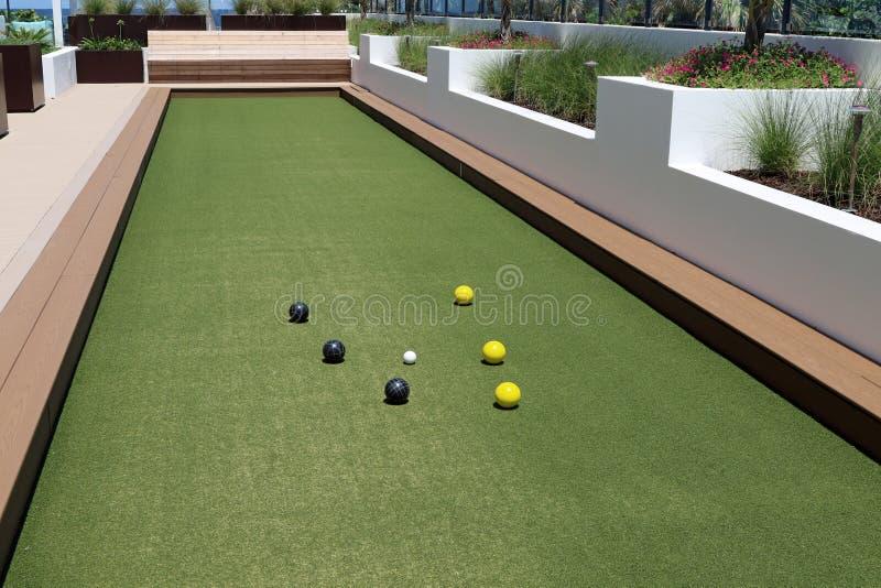 Corte della palla di Bocce con tappeto erboso artificiale immagine stock libera da diritti