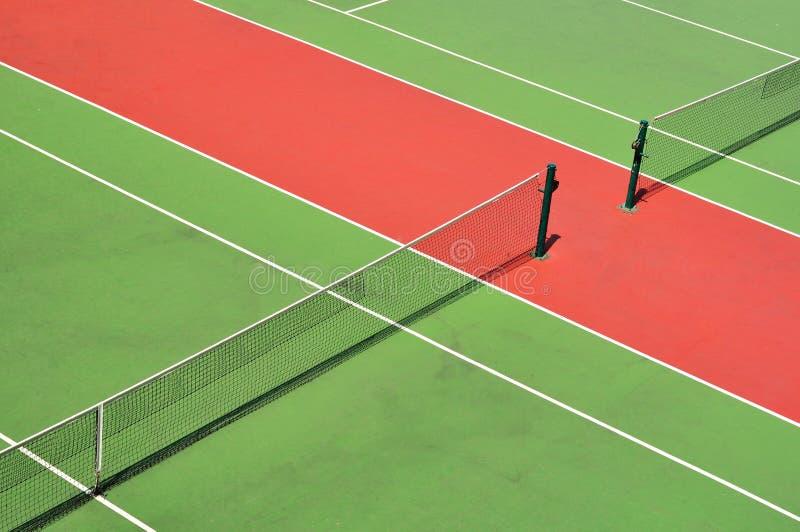 Corte di tennis rossa e verde immagine stock