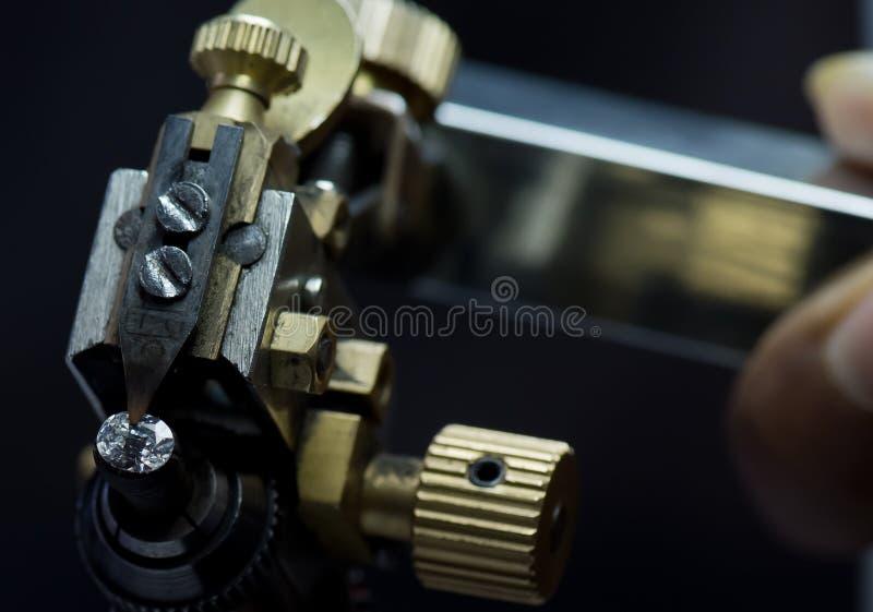 Corte do diamante e fabricação de joia fotografia de stock