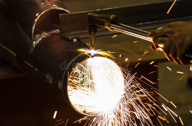 Corte do metal com tocha do acetileno imagens de stock