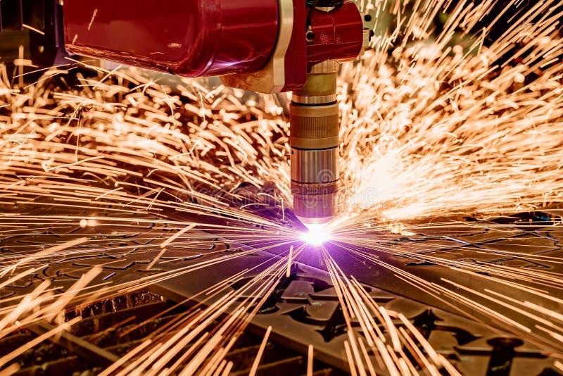 Corte do metal, tecnologia industrial moderna do plasma do laser do CNC imagem de stock
