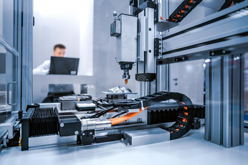 Corte do metal, tecnologia industrial moderna do laser do CNC fotografia de stock
