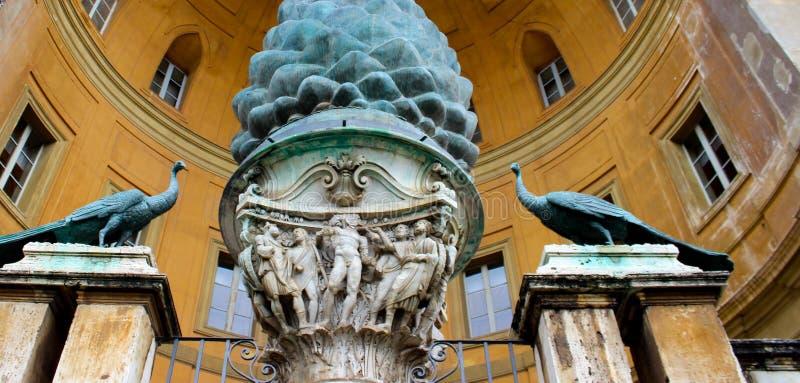 Corte do pigna no museu de vatican fotografia de stock royalty free