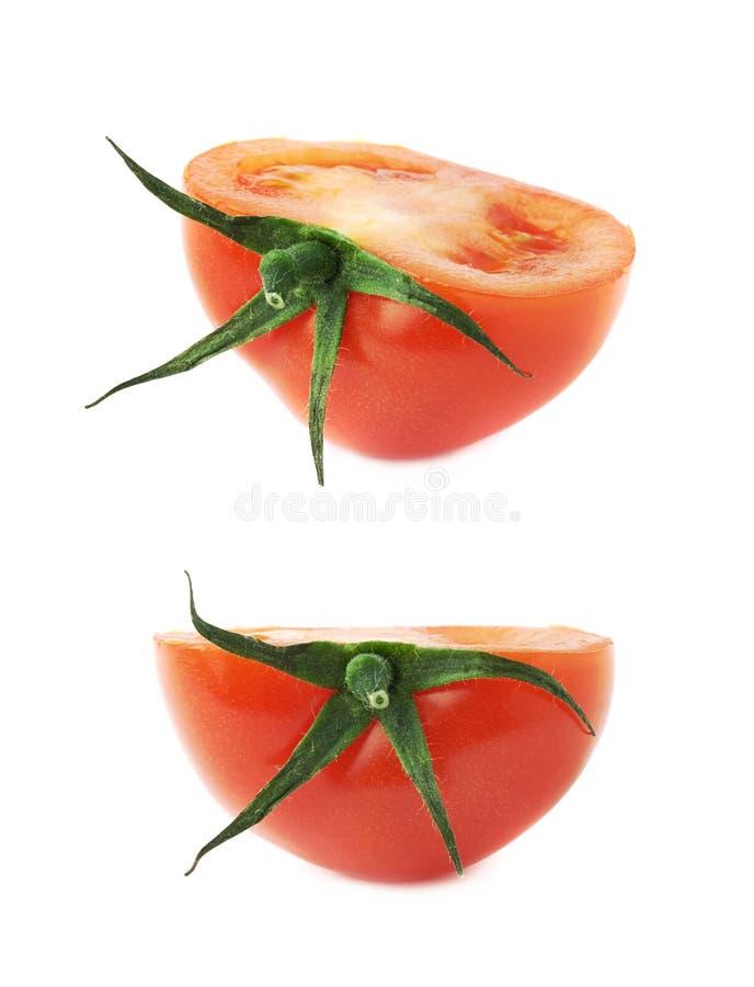 Corte do tomate ao meio isolado imagem de stock royalty free