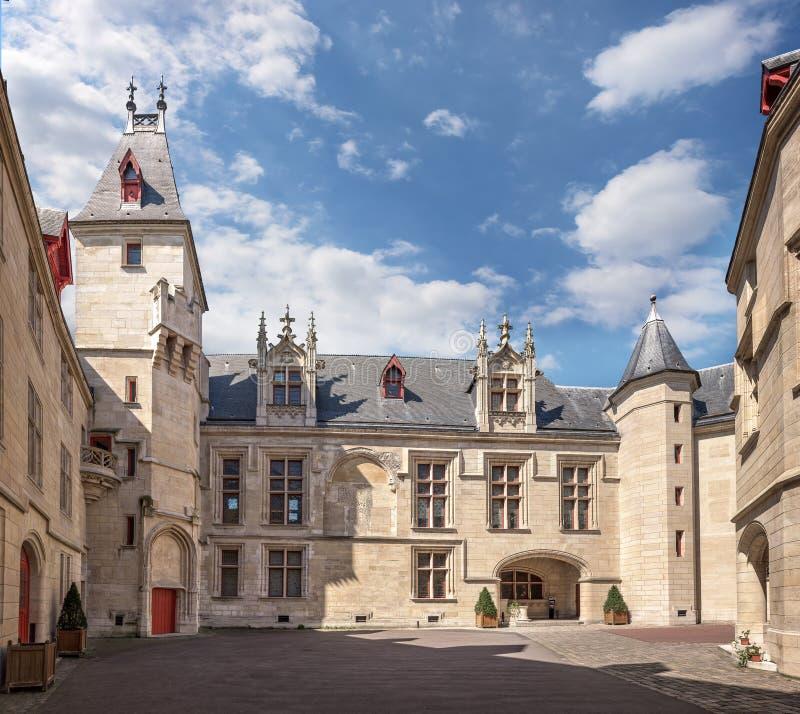 Corte inclusa del palazzo Hotel de Sens a Parigi fotografie stock libere da diritti