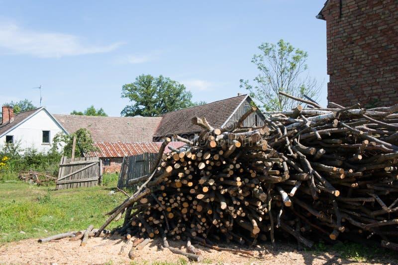 Corte la madera de construcción foto de archivo libre de regalías